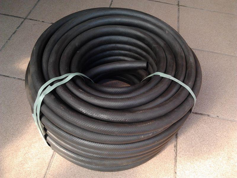 Шланг резиновый напорный 32 мм вода, бензин, тосол