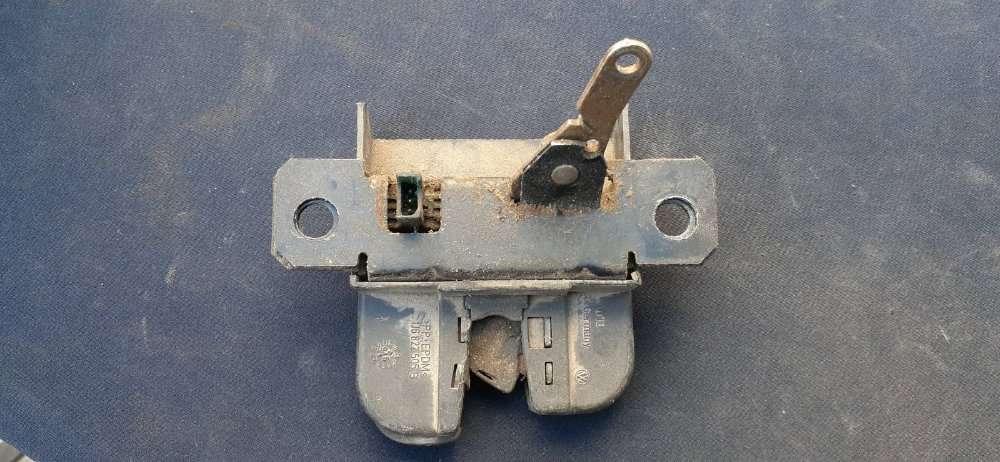 1J6827505B VAG Замок крышки багажника (двери 3/5-й задней)2