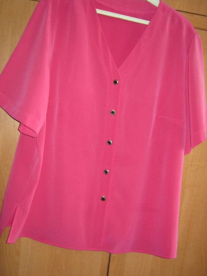 Блузка малинового цвета из ткани мокрый шелк1