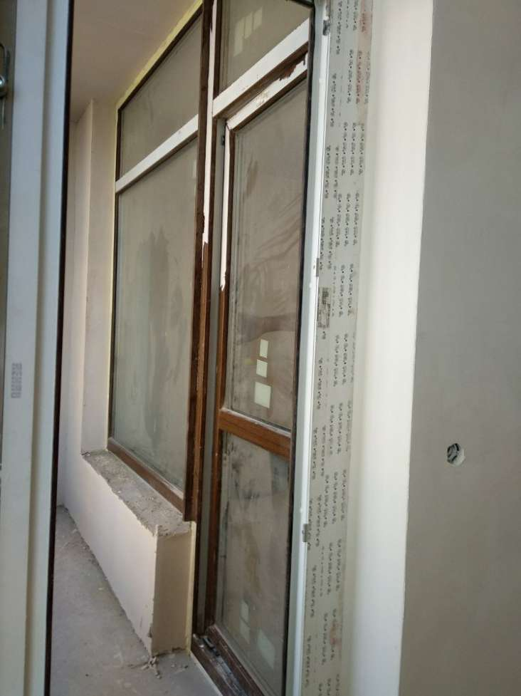 Продам балконную входную группу профиль Rehau ламинированый.
