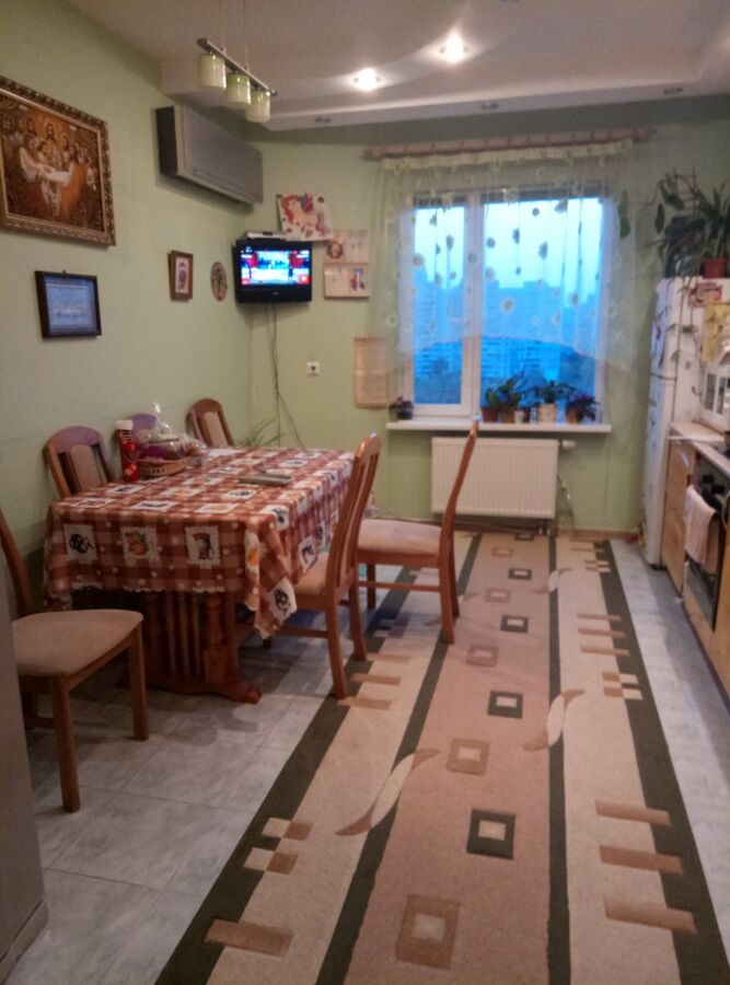 Продажа 3-х комнатной квартиры! 5 мин.ходьбы от метро Позняки!
