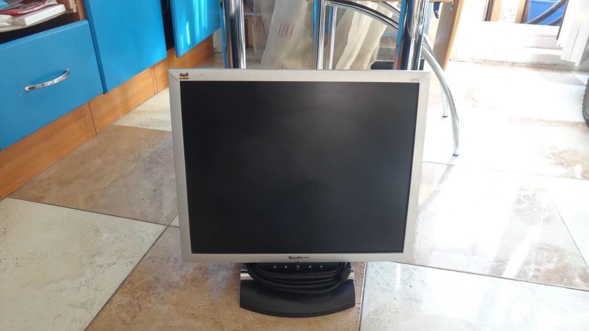 "Монитор ЖК 19"" Viewsonic VA902 (VGA)"