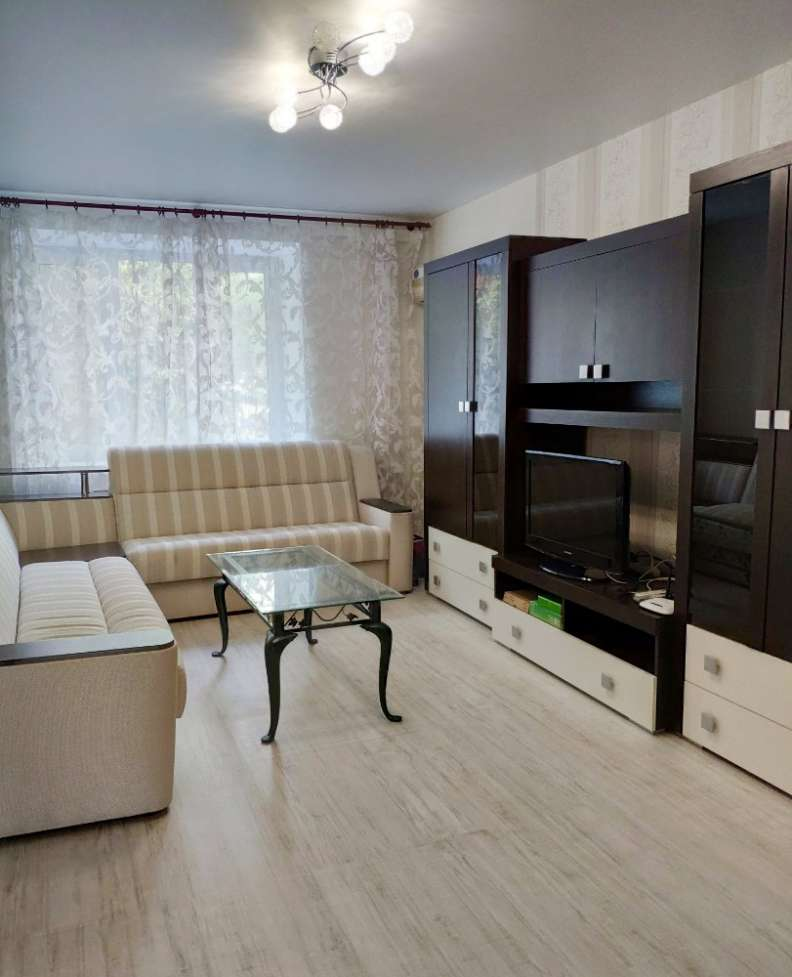Квартира в центре, ул. Франко, 3. Метро Золотые Ворота. Университет.