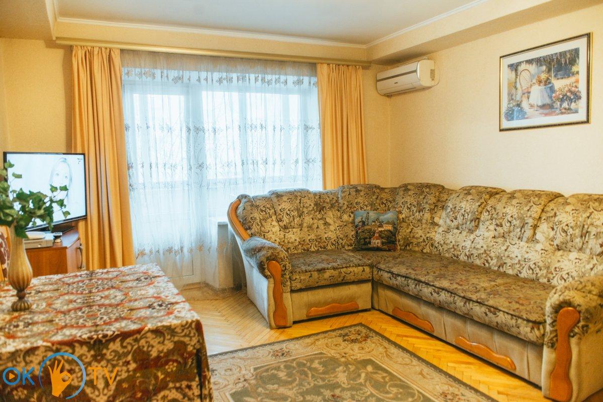 Сдам 4-комнатную квартиру в центре Киева посуточно