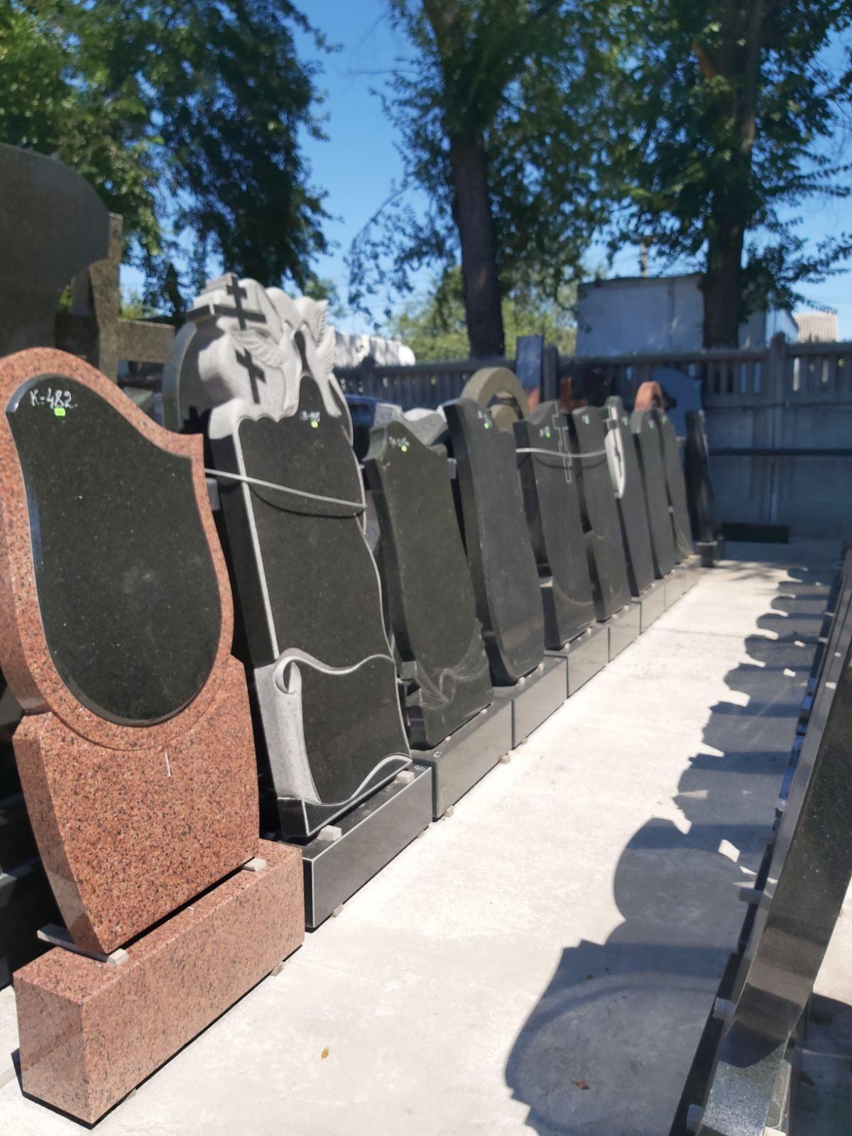 Изготовление надгробий и памятников из гранита Низкие цены