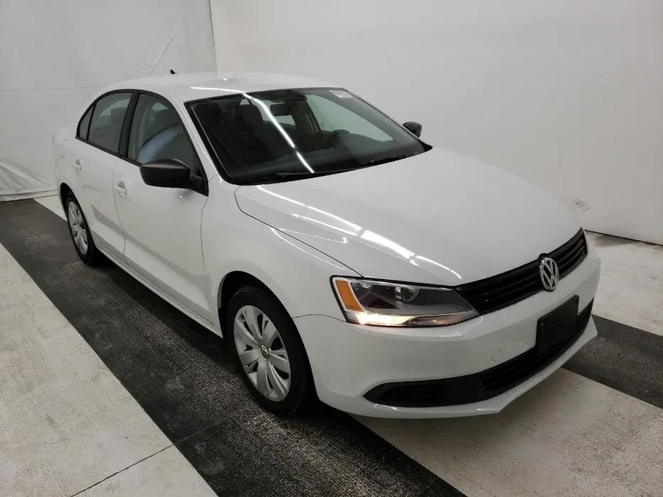 Надежный Volkswagen Jetta 2014 за 8000$