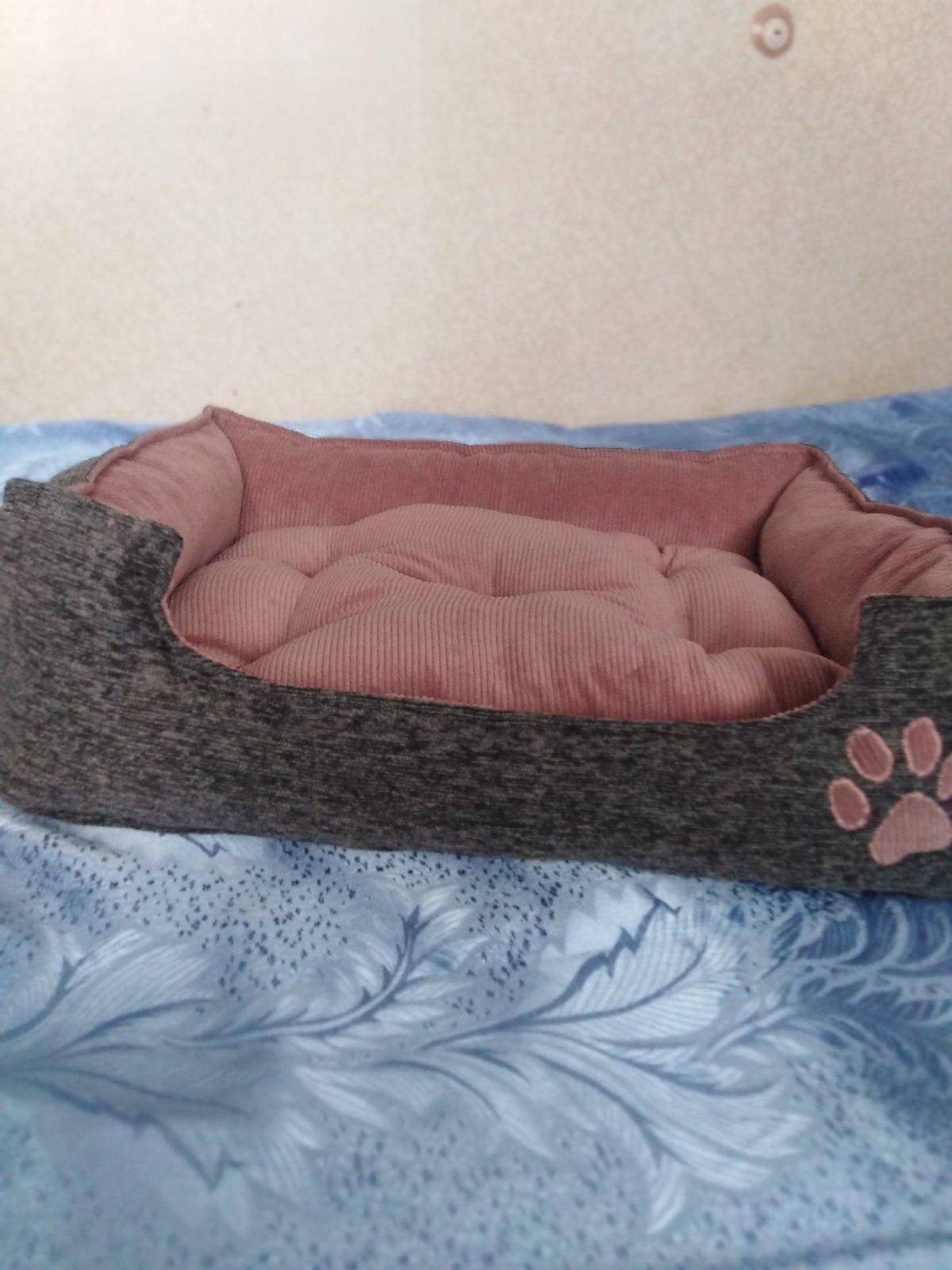 Домики, пуфики, лежаки для кошек, собак