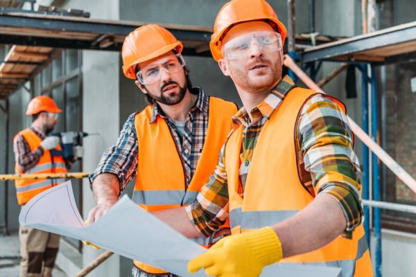 На объект приглашаем специалиста-строителя