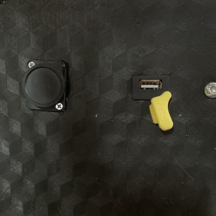 Установка разъёма USB (Код: 04-141 )