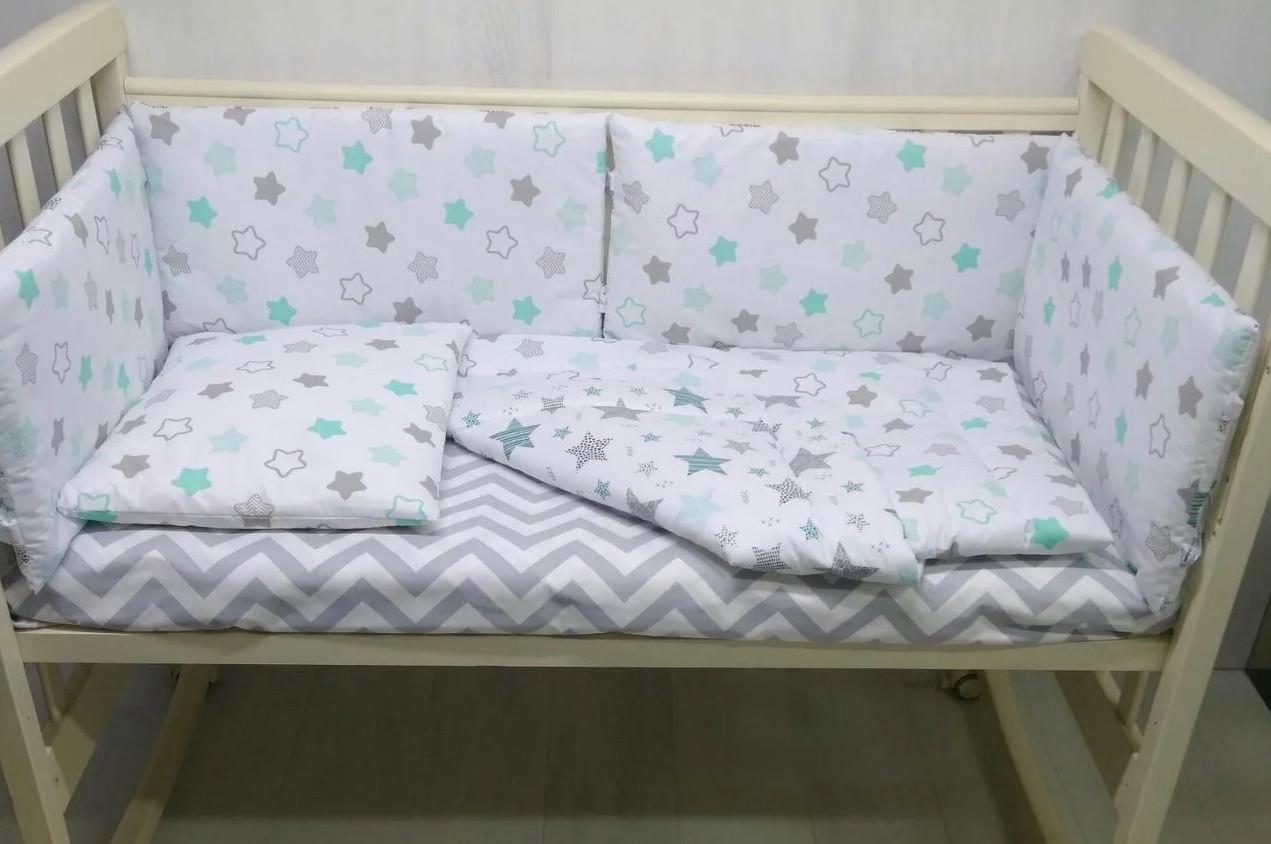 Подушка с одеялом и защитой для детской кроватки цвет серо-мятный Звезды