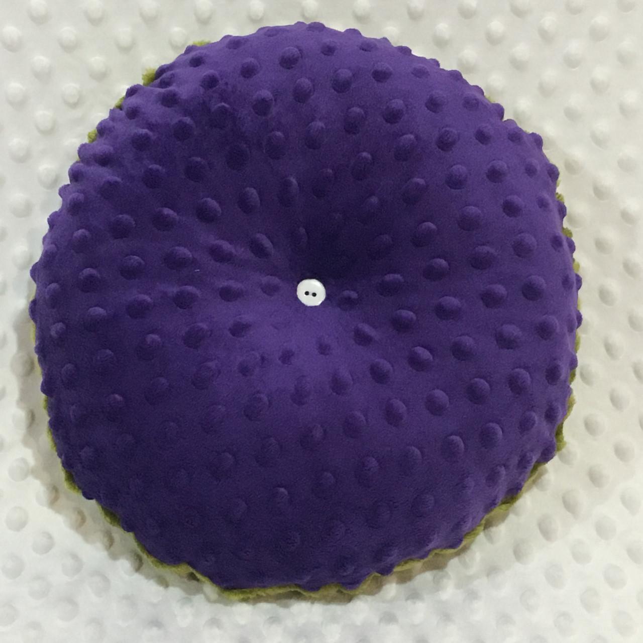 Декоративна подушка фіолетового кольору