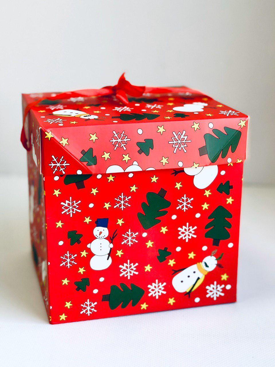 Подарочная упаковка коробка новый год средняя 15*15*15см