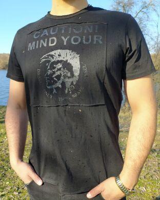 Мужская футболка черная в дырочку с принтом