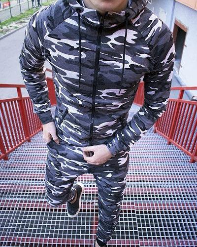 Спортивный мужской камуфляжный костюм