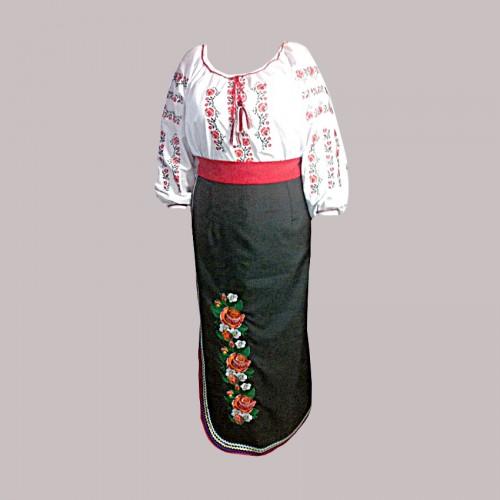 Вышитый женский костюм, вышивка машинной гладью с кружевами. Габардин