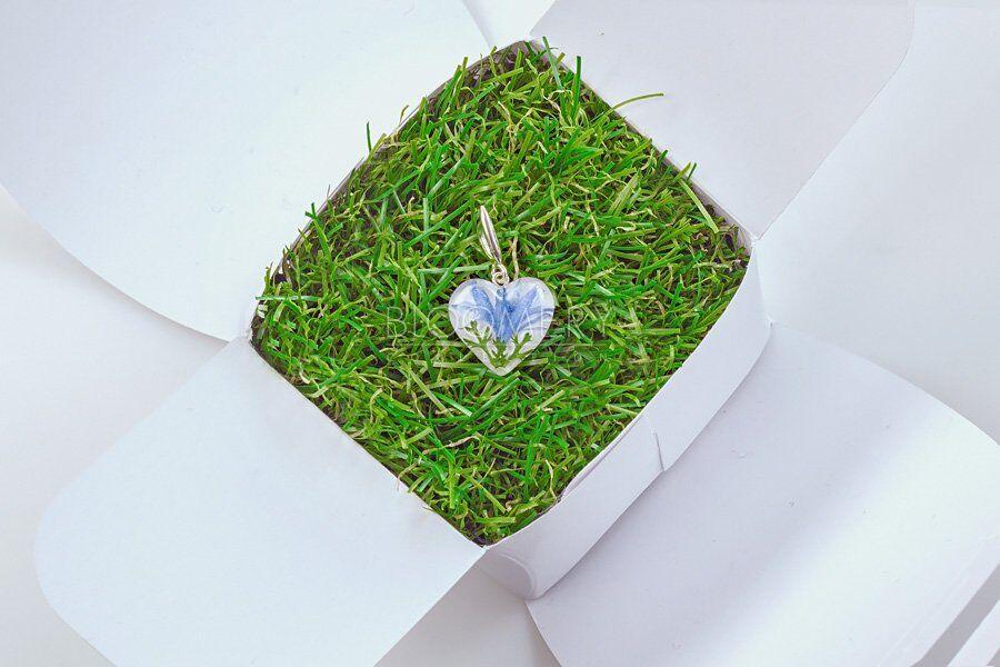 Кулон ручной работы с живыми цветами