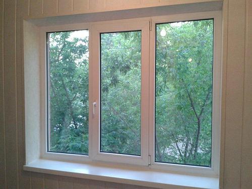 Окно Decco 82 трехстворчатое с двухкамерными стеклопакетами 2м*1,4м