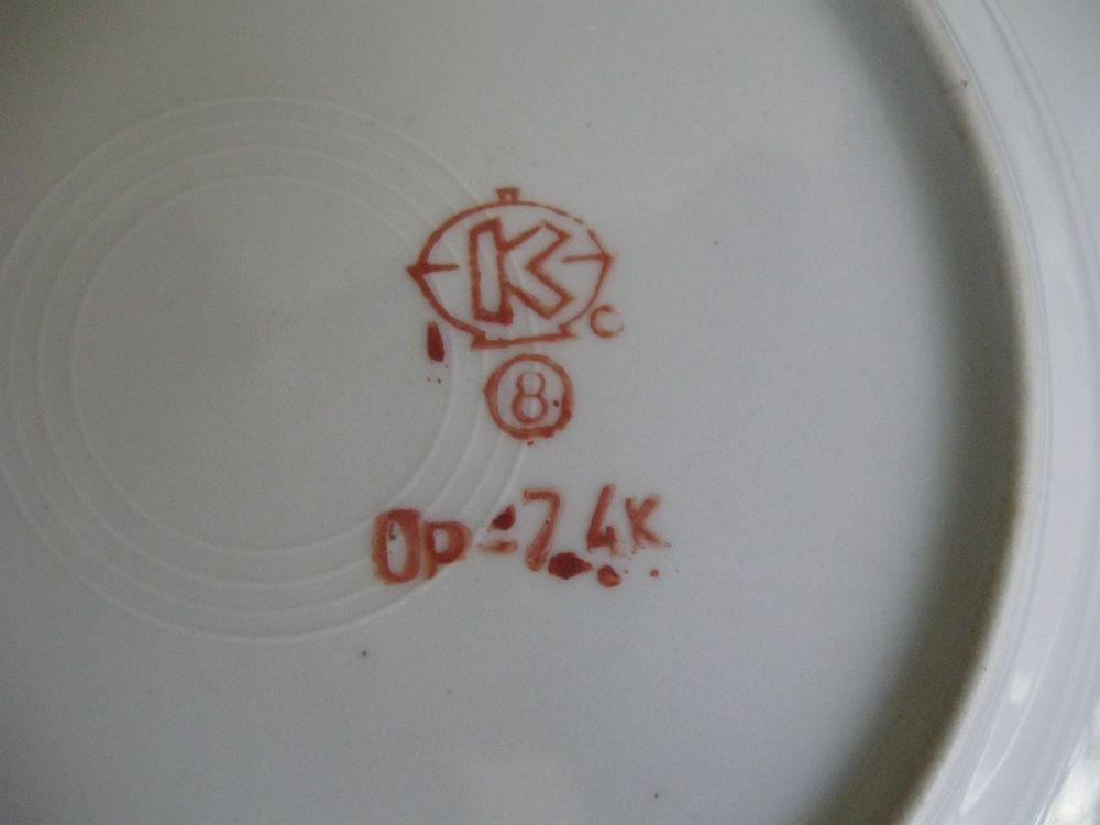 12 фарфоровых закусочных тарелок